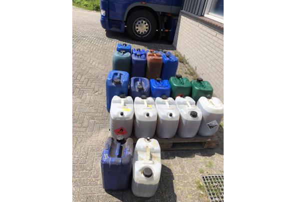 Jerrycans plastic 20 ltr - C285E818-F523-4E2F-84FF-6A1FBF4CFBEF