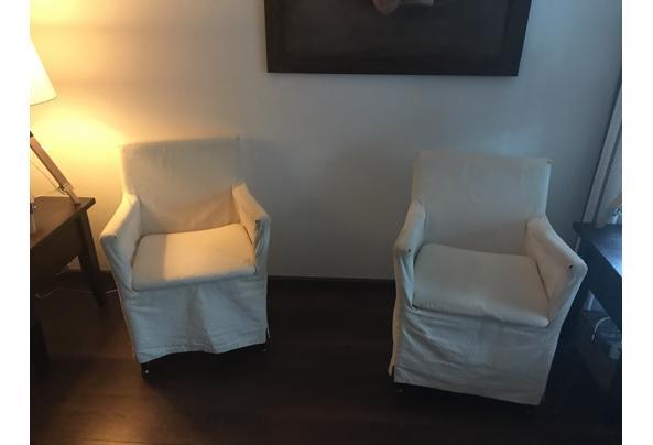 twee witte stoeltjes - stoeltjes