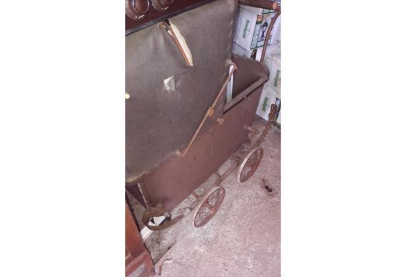 Oude kinderwagen - 20210915_163353