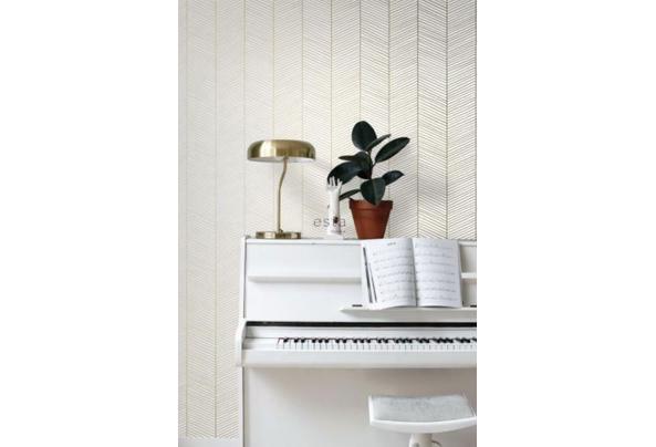 Rol behang - Esta - Visgraad - goud/wit -53cm * 10,05m - Schermafbeelding-2021-08-18-om-09-59-26