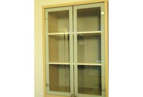 Driedelige kast met 4 glazen deurtjes, 2 gesloten - Glazen-duerImage1