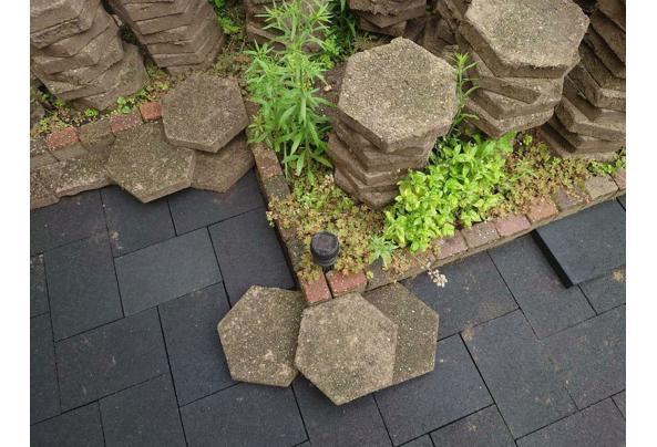 Gratis Tuintegels ~30m2 hexagon - $_86-(1)