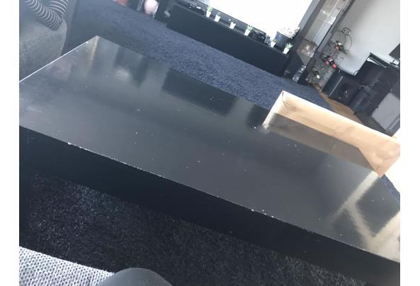 Leuke en mooie tafel gratis aangeboden - B63B33D3-88B1-4581-A743-5C9526087A39