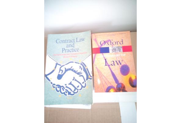 boeken over Contract Law en Oxford Dictionary of Law - Contract-Law-en-Oxford-Law_637606493263649964