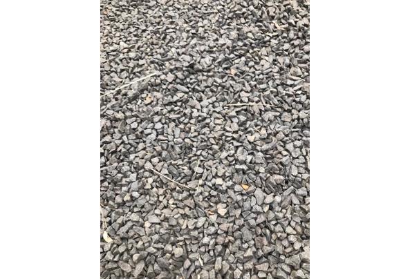 Sier grind (basalt split antraciet) voor tuindecoratie - IMG_8729