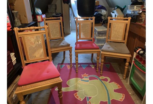4 Houten stoelen, gratis af te halen - A6718E8C-B3B1-41F0-B316-65FFB96CBEF7.jpeg