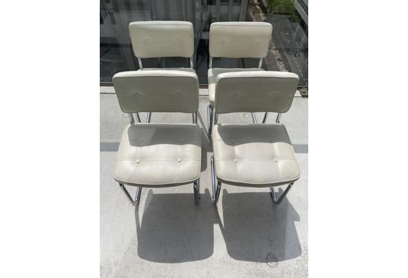 4 witte imitatie leren buisframe stoelen - 3DE07101-B78C-4847-BD66-29330991BBC8