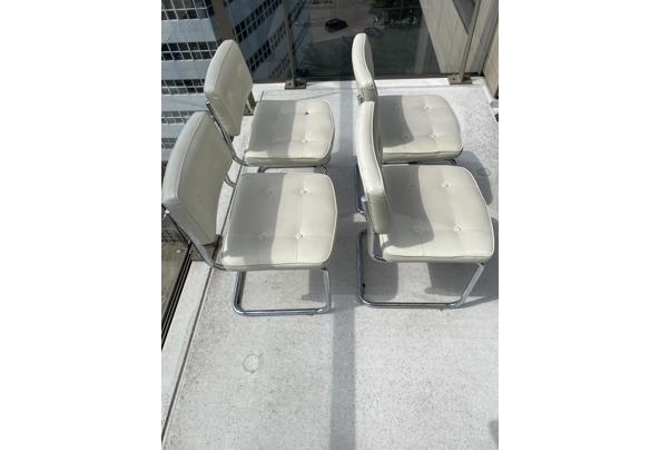 4 witte imitatie leren buisframe stoelen - 85217DBB-BBF2-4ABB-A1BF-961D7C731D1B