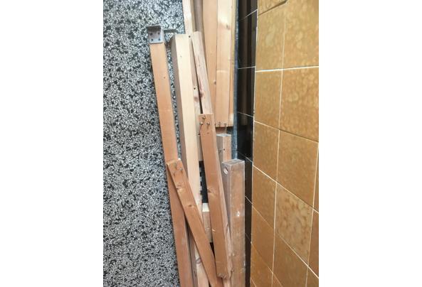 Hout- planken en balken - 36F17DB5-18C2-43BE-BCD0-74BB671A6439