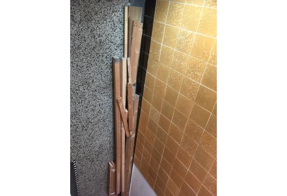 Hout- planken en balken - 6D68D25C-926D-45DC-B705-00D9BEE76562