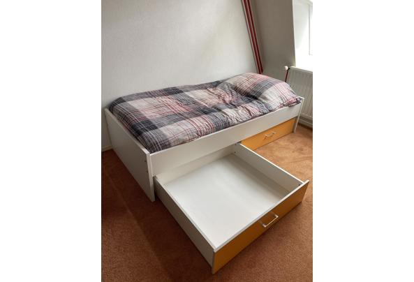 Bed met laden  - B838E7DA-D800-4072-8FA4-DF00052B1C39