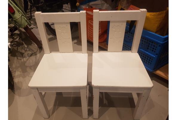 Kindertafel en twee stoeltjes (wit) - 20210425_162231