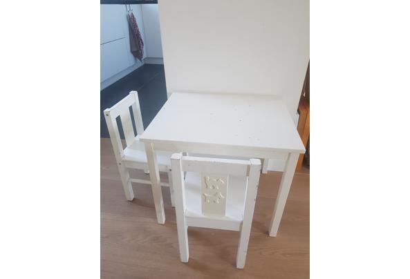 Kindertafel en twee stoeltjes (wit) - 20210425_164805