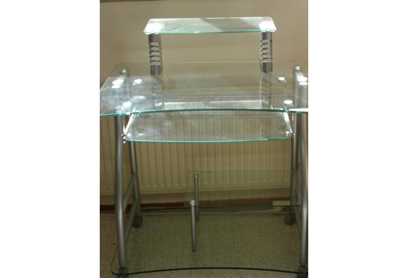 Glazen computertafel in goede staat. - P4090086