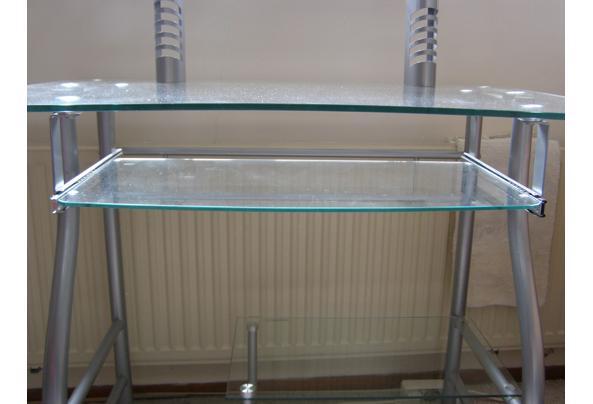 Glazen computertafel in goede staat. - P4090087