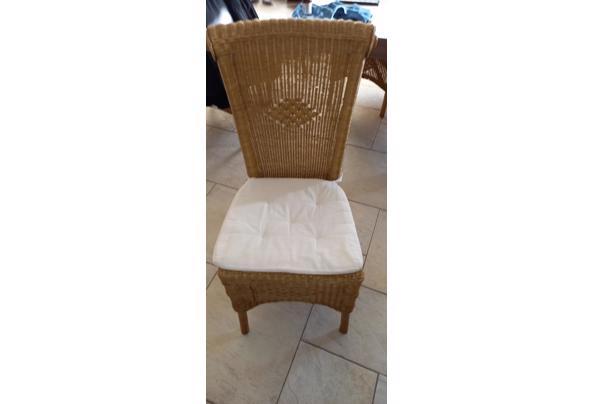 4 rieten stoelen met kussen - 20210125_105615