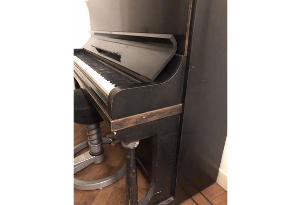 Zwarte Rönisch piano - BBD0D908-0B20-480E-B9AA-24771881BA0B.jpeg
