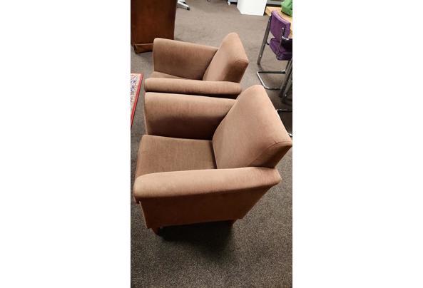 2 bruine fauteuilles stoeltjes fijne rib bruin - 20201218_173333