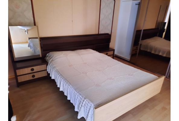 2-persoons bed met ombouw, vaste ladekasten en passpiegel - 20210725_155112