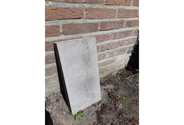 4,5 m2 grijze betontegels - 20210425_135658