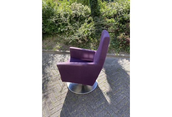 Paarse draai stoel - 2A3D5E28-ADAD-4344-AD54-8E68436A851C