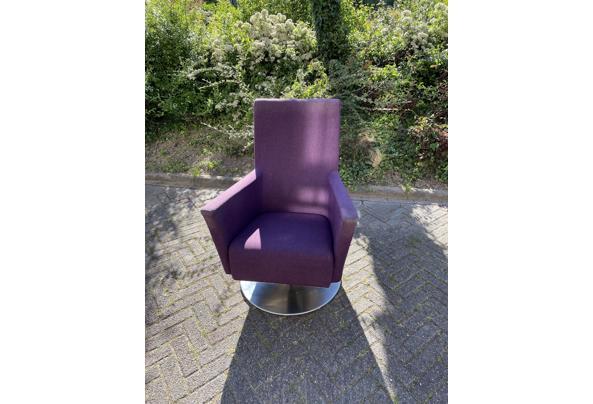 Paarse draai stoel - 3D425C30-DA57-43B6-BE00-1FEC59879329