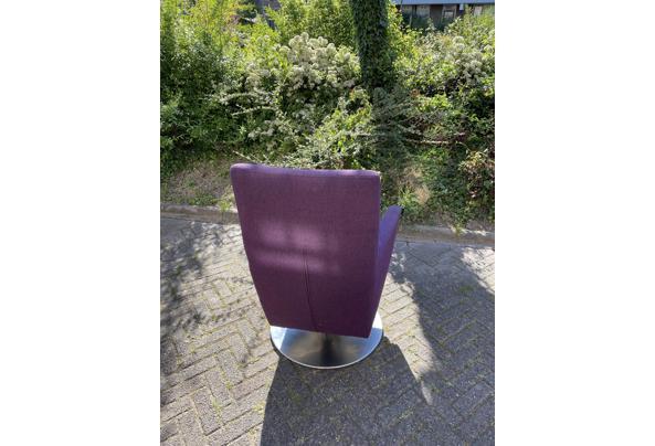 Paarse draai stoel - 9D935FBB-C9BF-453D-A8F5-8706444D1C33