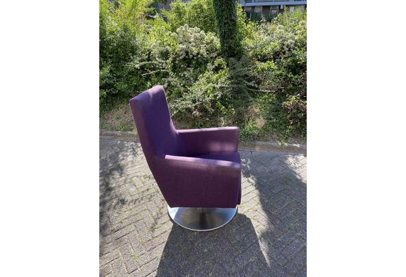 Paarse draai stoel - 9F8086FD-63E3-40A1-8BC4-B7CEE6274805