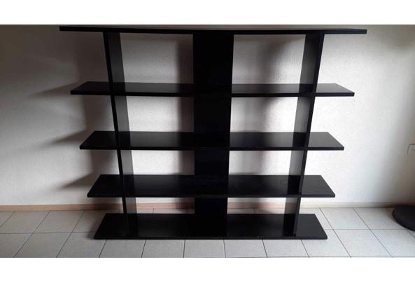 Zwarte boekenkast - DA04180F-2621-4217-B10D-8D6FA2BC5276