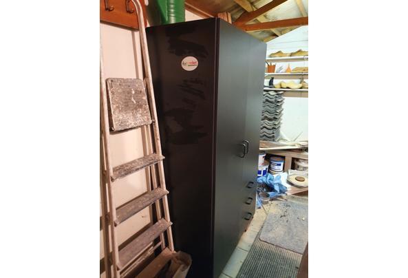 Zwarte kledingkast, hanggedeelte en lades - 20210323_195911