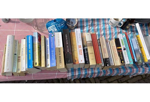 30-tal boeken Nederlands en Engels variërend van non-fictie tot detectives tot romans - 4FF882AB-65A2-4AFE-8F24-1F0E3A4126EF