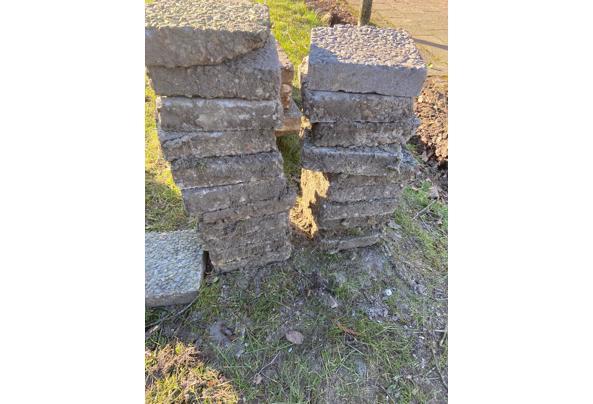 Vierkante grindtegels 20x20 - vierkant-opgestapeld
