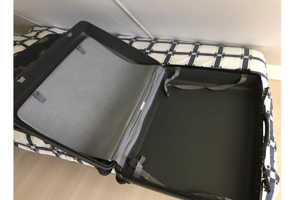 2 harde koffers af te halen - 664D4AE6-7676-4FE7-8BD4-69E61FA8C753