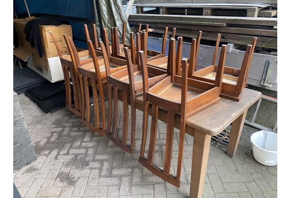 Tafel met acht stoelen - 65DC3FE2-1BD2-4E9A-AD96-ADF5C4EDFE90