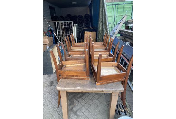 Tafel met acht stoelen - DB426DE9-45B2-422C-8019-6358B4E56B52