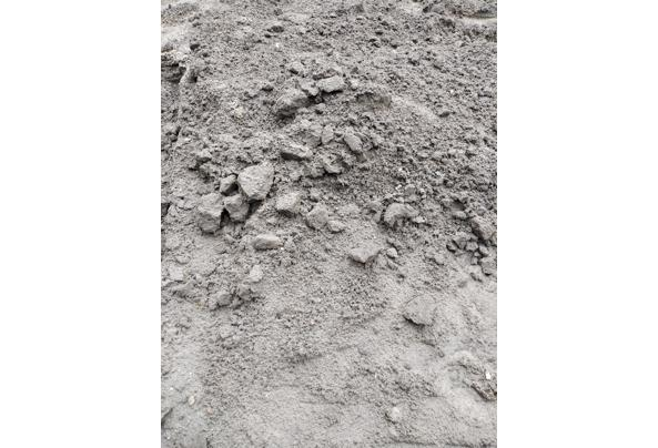 Zwarte tuin grond - image-17-05-2021_14-43-47-90