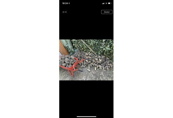 Ongeveer 8 m2 steentjes (getrommelde vierkantjes 10/10/6 en waaltjes 15/7/5) - 41440EA0-9DA2-4299-9126-5A2425B47581