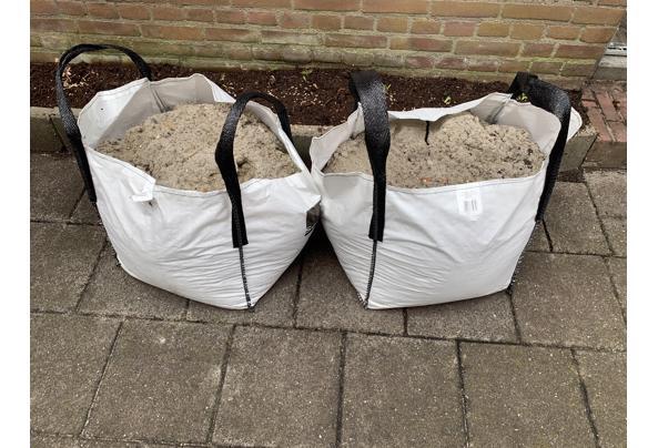 Twee 80L zakken met zand - IMG_3413