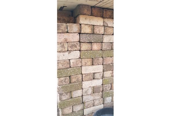 13m2 gekleurde betonnen klinkers maat 15x7,5x5 cm. - 20210501_084744