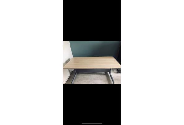 Houten bureau - E5DEC349-6198-4639-B46D-289D4625AC09