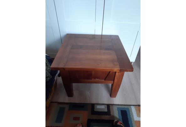 Klein massief houten tafel, 60 bij 60 cm. Hoogte is 45 cm - 16273083850661805530693966216014