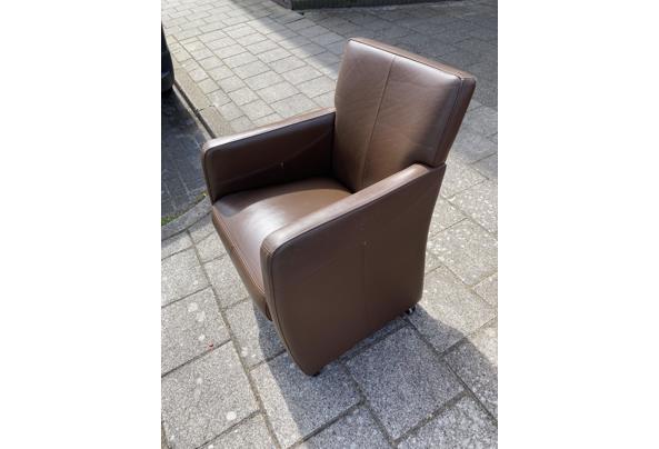 1 Leren stoel en 5 leren eetkamerstoelen bruin - B4E5F68D-FAC0-4B08-8BDF-D9AE4F728D44_637559034923719688