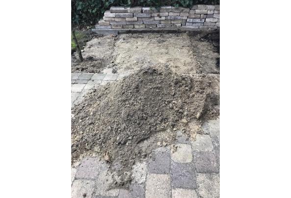 Gratis af te halen geel zand voor onder terras. - zand