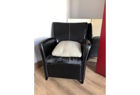 Zwarte stoel in Rotterdam - image