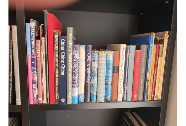 Boeken divers waaronder woordenboeken, koffietafelboeken en pockets - 20210627_171628