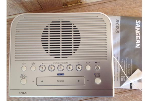 Zilverkleurige wekkerradio Sangean RCR 5 - IMG_0502_637350240082784645.JPG