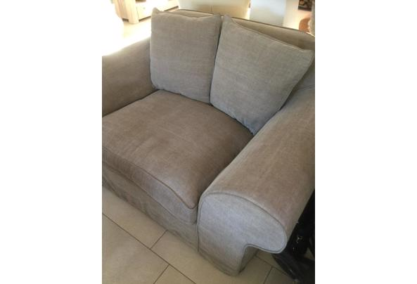 Comfortabele stoffen tweepersoons bank - D87083AD-9D52-44BA-9A9E-771E6F02C522