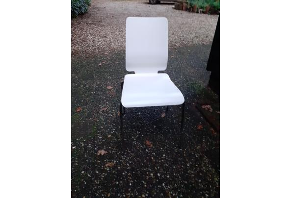 12 witgelakte eikenhouten stoelen met frame onderstel - 20201201_161357