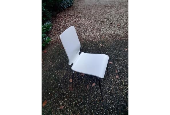 12 witgelakte eikenhouten stoelen met frame onderstel - 20201201_161423