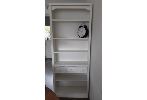 Witte boekenkast - 20210902_102807